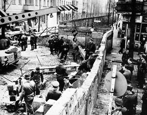 18-costruzione muro di berlino
