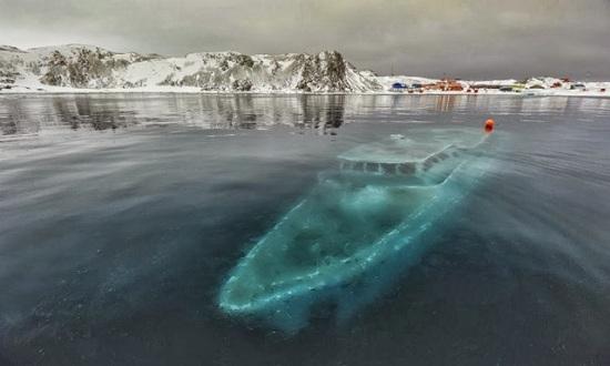 Antartico - Yacht affondato