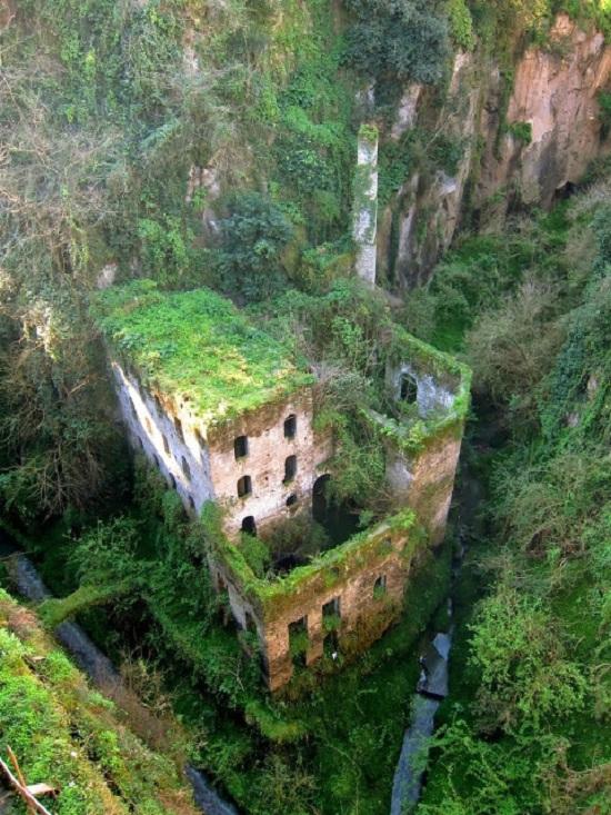 Italia - Sorrento - Mulino Abbandonato