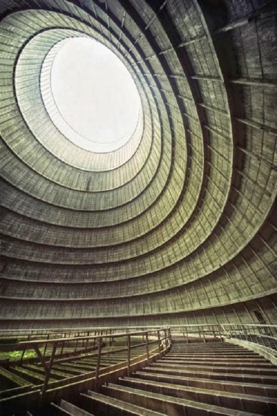 Stazione di raffreddamento di una centrae energetica abbadonata