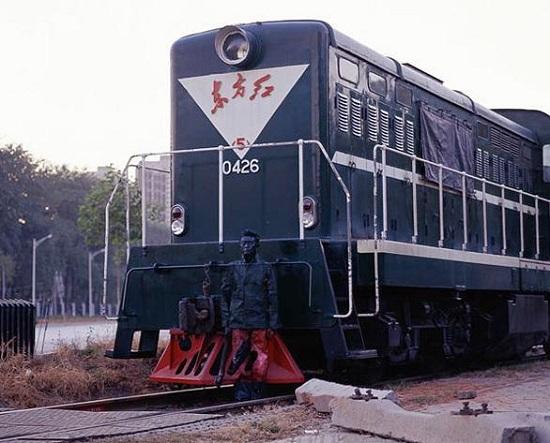 Liu Bolin treno camaleonte