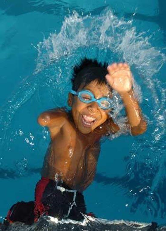 bimbo-campione-di-nuoto
