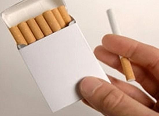 La Francia prepara il pacchetto di sigarette neutro