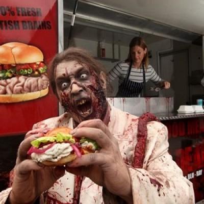 """Un panino con hamburger di """"carne umana"""" per promuovere la nuova stagione di The Walking Dead"""