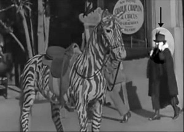 film 1928 mistero donna che parla al cellulare