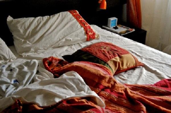 lasciare letto disfatto