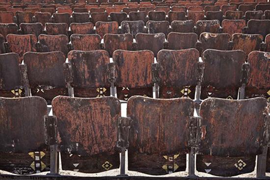sedili cinema esterno deserto egitto
