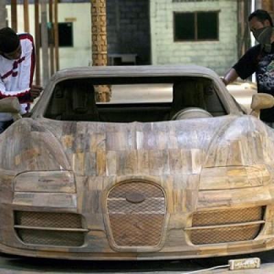 Bugatti Veyron, replica a grandezza naturale realizzata in legno teak