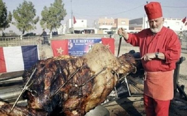 piatto colossale cammello ripieno agnello pollo pesce