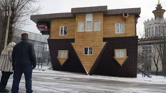 casa al contrario a mosca