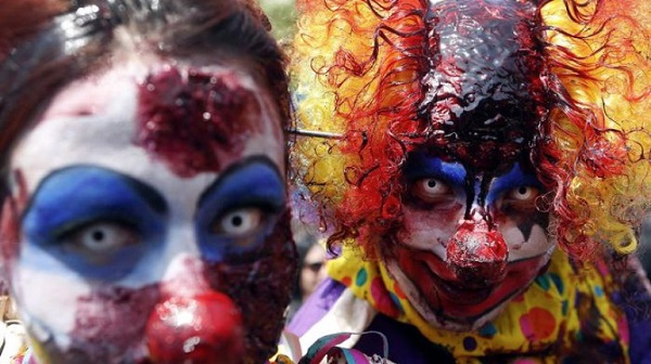 clown violenti aggrediscono
