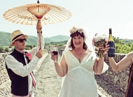 Una donna australiana sposa un ponte francese