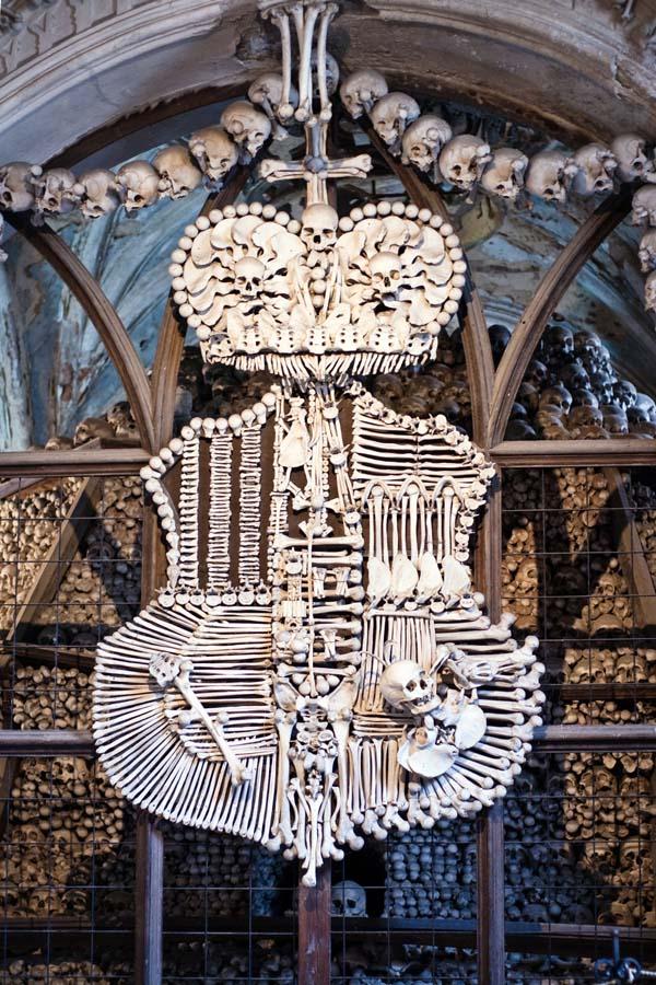 chiesa fatta di ossa