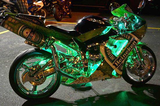 motocicletta a tutta birra heineken