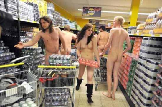 nudi al supermarket