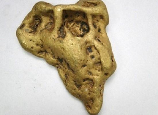 Pepita d'oro soprannominata l'orecchio del diavolo ritrovata di venerdì 13, in una notte di luna piena e pesa 6664 grammi