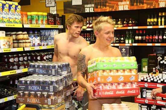 uomini nudi
