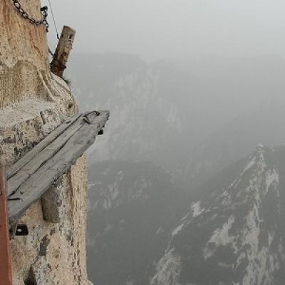 In Cina il sentiero più terrificante al mondo. E non immaginerete mai dove conduce!