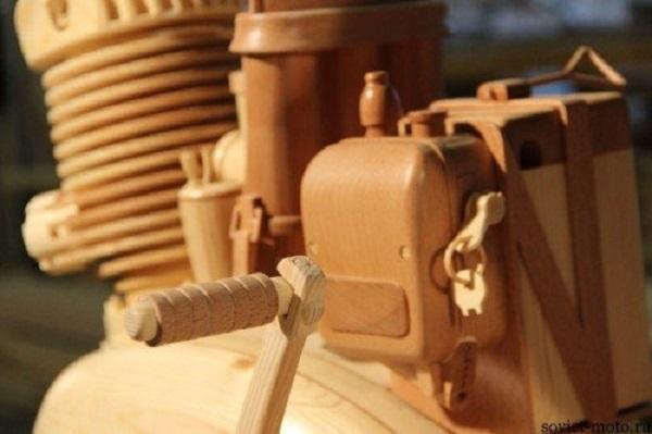 replica moto in legno