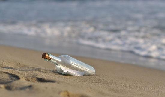 messaggio dentro una bottiglia trovata al mare
