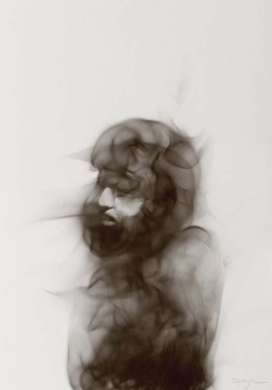 ritratto realizzato con fuoco e fuliggine
