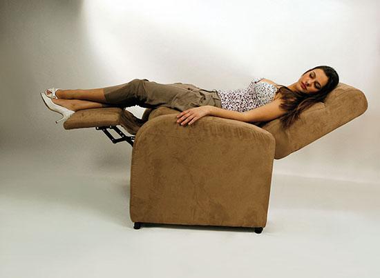 Adesso possibile bruciare calorie stando tranquillamente seduti sul divano curiosit e perch - Perche i cani scavano sul divano ...