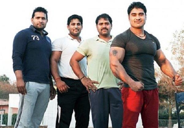 indiani muscolosi