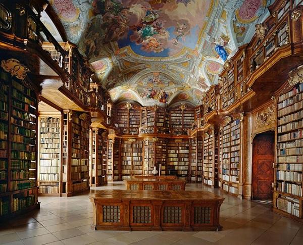 bliblioteca del monastero di san florian in austria
