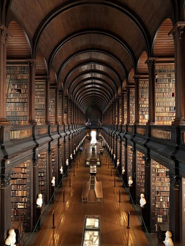 biblioteca del trinity college a dublino