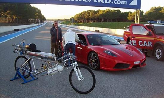 gara ferrari bici record velocità