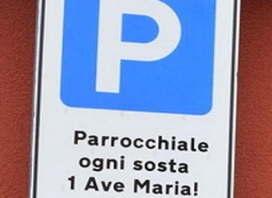 """Il """"paradiso"""" dove il parcheggio si salda con un'Ave Maria"""