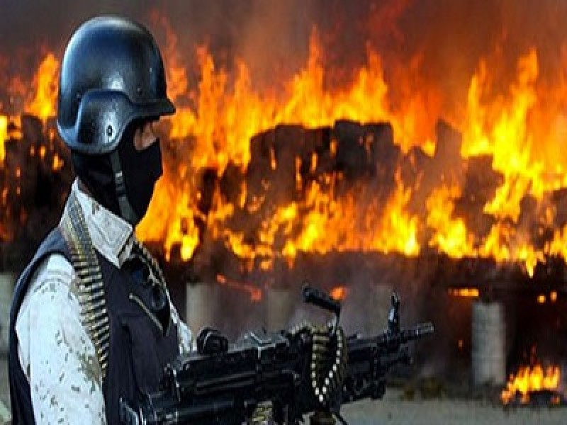 In Indonesia la polizia brucia 3 tonnellate di marijuana e sballa tutto il quartiere