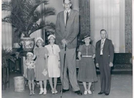 Robert Wadlow con i suoi 272 cm è stato l'uomo più alto del mondo