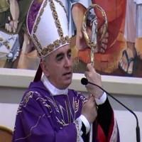 Monsignor Antonio Staglianò il vescovo che canta Mengoni e Noemi durante l'omelia