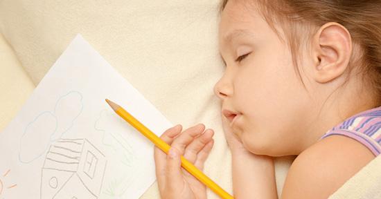 bambina dorme e apprende