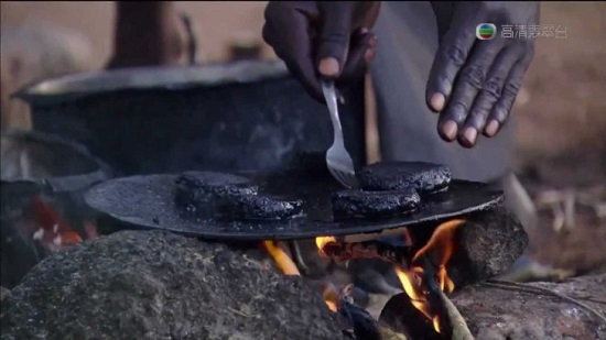 africa mangiano hamburger di moscerini