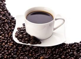 Perché alcune persone riescono a dormire anche se prendono il caffè prima di andare a letto mentre altre no?
