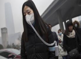I cinesi comprano bottiglie di aria pulita dal Canada