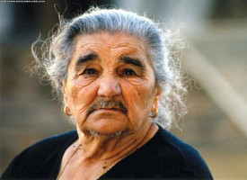 Perché le persone anziane hanno molti peli?
