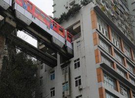 In Cina la metro che passa al sesto piano di un condominio