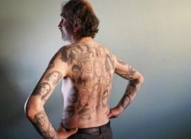 Pazzo per Julia Roberts: si fa 82 tatuaggi con le immagini dei suoi film