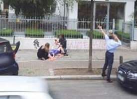 Partorisce per strada: Google Street View la immortala