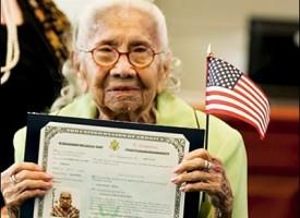 Stati Uniti: immigrata illegale diventa americana a 101 anni