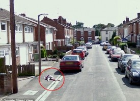 Bimba a terra, macabro scherzo su Google Street View