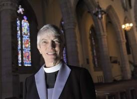 Mary Glasspool, la prima donna vescovo lesbica