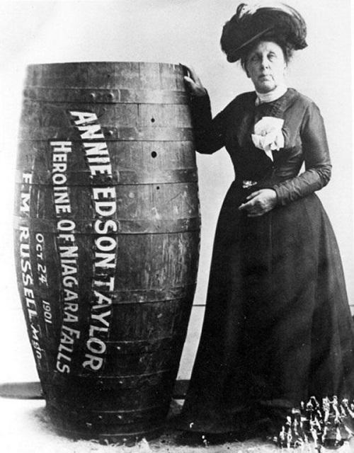 10-Annie Edison Taylor cascate del niagara