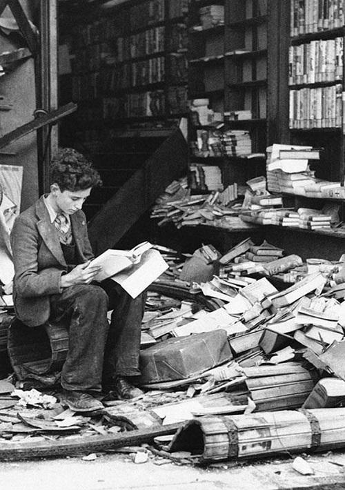 20-libreria danneggiata