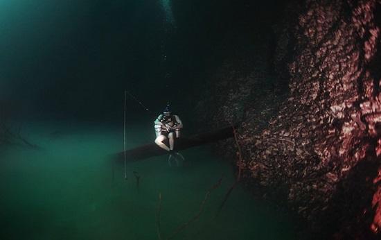 Fiume sottomarino Cenote Angelita Messico