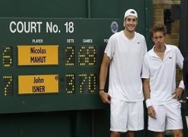 Wimbledon, sospesa dopo 10 ore la partita dei record