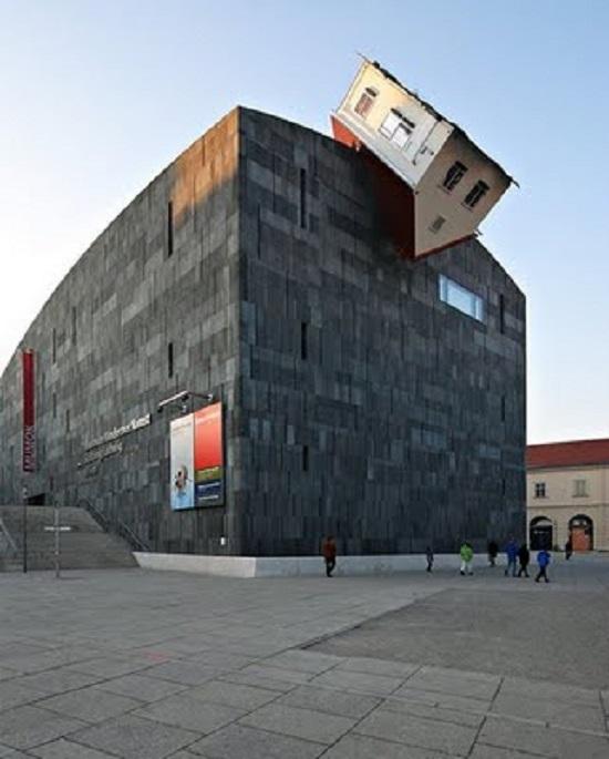 Erwin Wurm House Attack Vienna Austria